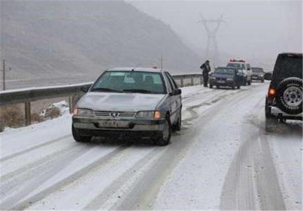 خبرنگاران 462 مسافر و راننده در جاده های برفی اردبیل امدادرسانی شدند